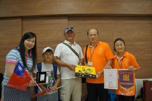 四國華僑總會會長上島彩(左1)到場為介壽國中應援