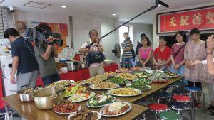NHK電視台也來採訪台灣華僑普渡的習俗