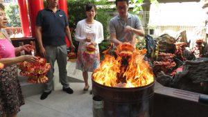 燒紙蓮花給過世親人 祖先是日本沒有的習俗