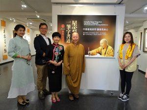 大阪佛光山妙崇法師(右2)、國際佛光會大阪協會會長潘振興(左2)與會員合影