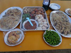 志工花費兩天準備的各種家鄉菜