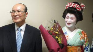 朱文清主任伉儷感謝僑界前來捧場