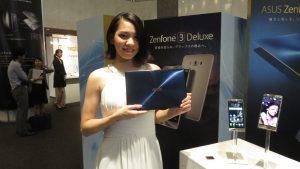 模特兒展示ZENBOOK ZENFONE系列產品