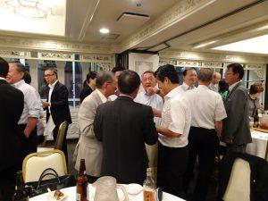 會後舉辦懇親會、與會人士踴躍交流、交換意見。