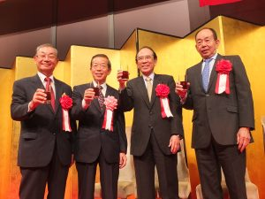 左から日本中華聯合総会の毛利友次会長、台北駐日経済文化代表処の謝長廷代表、日本交流協会の大橋光夫会長、東亜経済人会議の槍田松瑩・日本委員会委員長