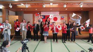 山梨僑會幹部與郭仲熙副代表合唱中華民國頌