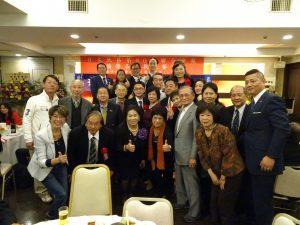 大阪直屬支部成員、僑領與三位來賓合影