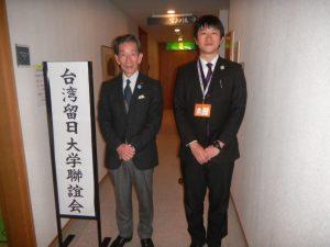 湯澤町觀光協會專務理事上村信男(左)及助手諸田祐介(右)