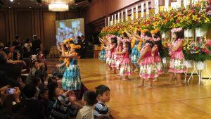 家長記錄小朋友夏威夷舞姿
