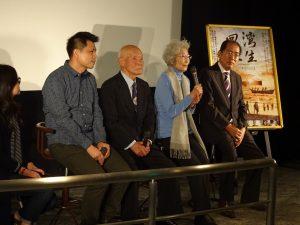 左起導演黃銘正、灣生冨永勝、家倉多惠子、 松本洽盛問候觀眾