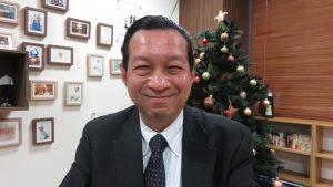 事務局長簡憲幸正收集灣生在台灣生活照片等留下歷史紀錄