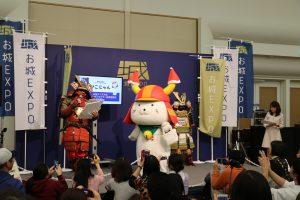 吉祥物受到觀眾熱烈歡迎(圖中為滋賀縣彥根城的吉祥物彥根喵)