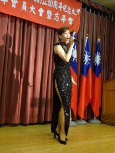 旅日歌手侯麗文帶來動感歌舞