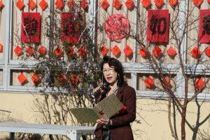 東京中華學校校友會會長陳櫻芳歡迎大家參加春節祭