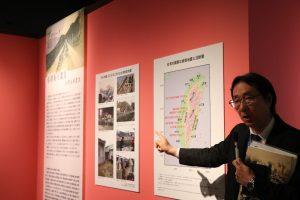 歷博展示代表歷史研究系教授荒川章二,解說台日間的地震連動構造和台灣殖民時期震災史。