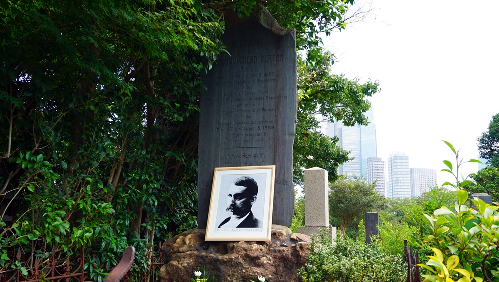 巴爾頓葬於青山靈園